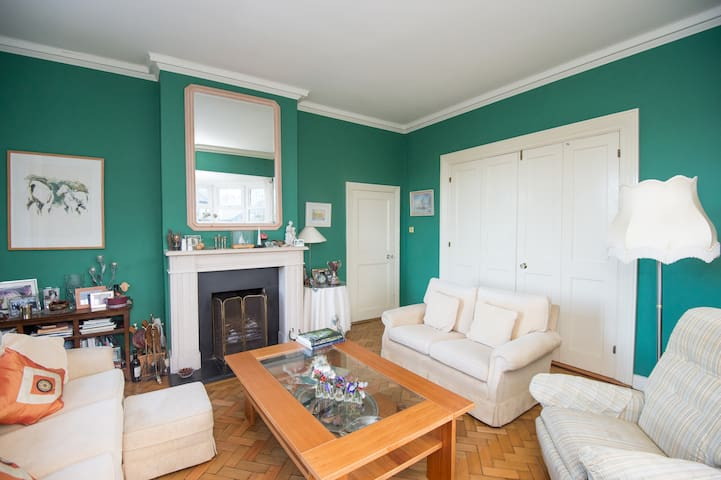 Double/  Triple Room in family home - Dalkey - Huis