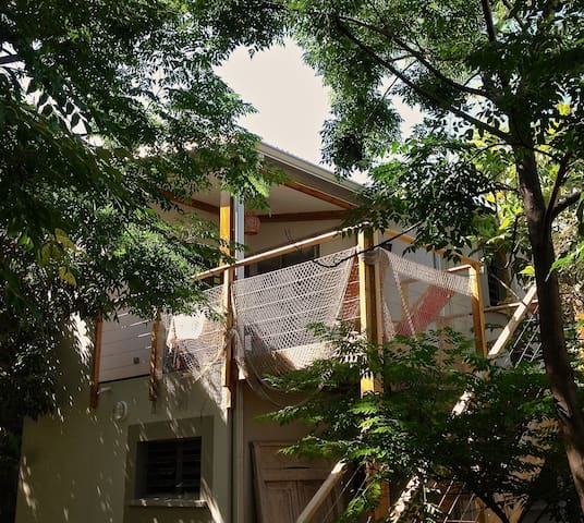 KAZAMANGUES, Tree house apartment. - Saint-Pierre