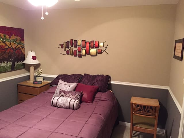 Share my condo and be comfy! - Westmont - Appartement en résidence