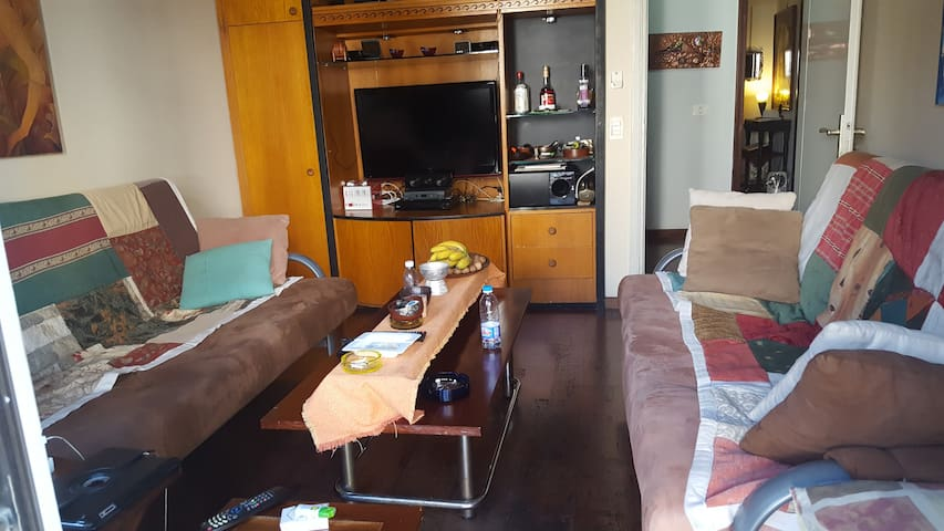 private room with 2 sofa beds - Jounieh - Ev