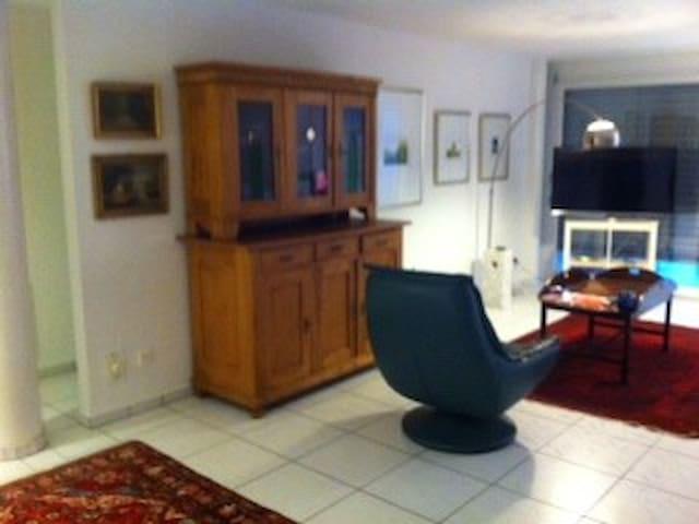 Grosse moderne Wohnung in Suhr - Suhr - Departamento