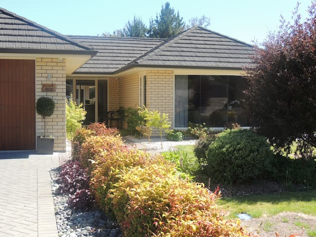 READS RITZ 2 - Turangi - Bed & Breakfast