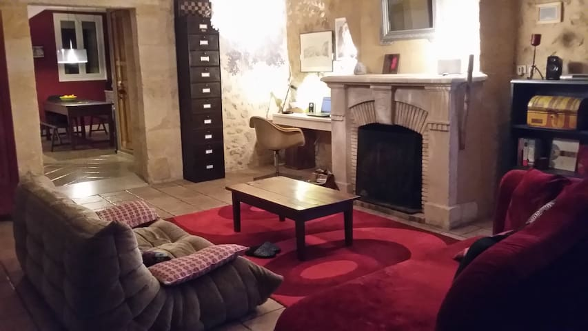 Stone House in a little village 130 square meters - Langoiran - Casa