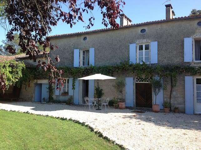 The Chestnut Tree-French Farmhouse. - Charente - 獨棟