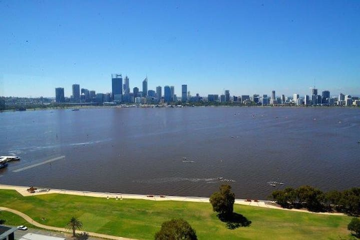 City and River Views Apartment - South Perth - Appartement
