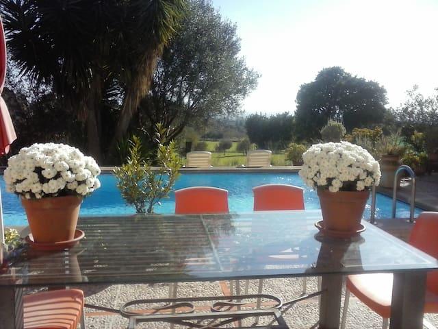 3 habitaciones dobles en la casa ideal + piscina  - Selva - Dům