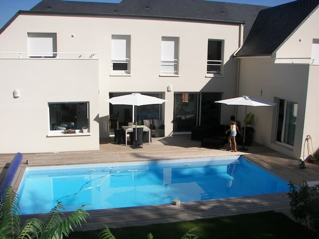 Chambre avec terrasse, accès privé - Bouchemaine - Huis