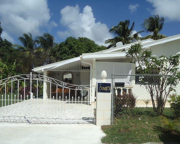 Real Bajan Cottage, wifi, 3 bedrooms, garden - Bridgetown - House