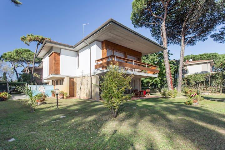 "Holiday in ""Comfort Zone"" - TIRRENIA - Villa"