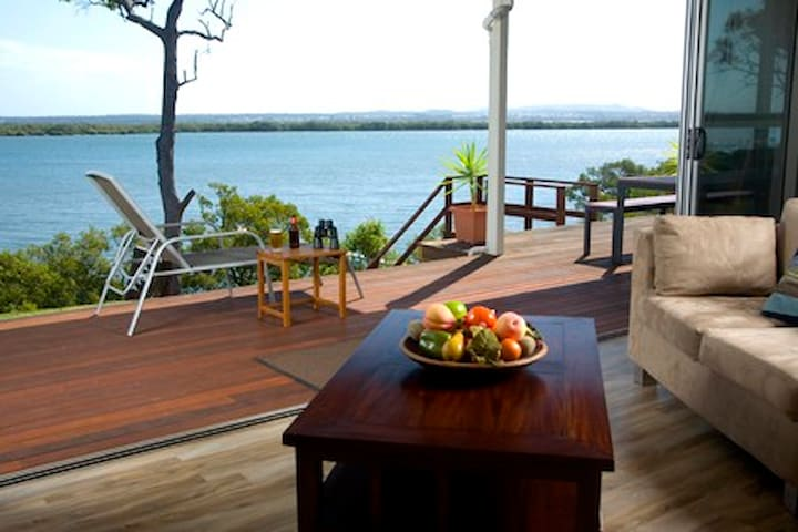 Sunset Waters, Luxury Waterfront Holiday Home - Macleay Island - Hus