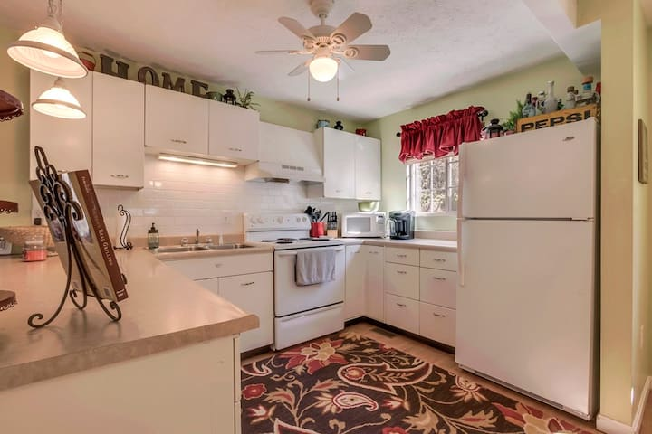 Knot at Home 3BR, 2B Lakefront - New Tazewell - Дом