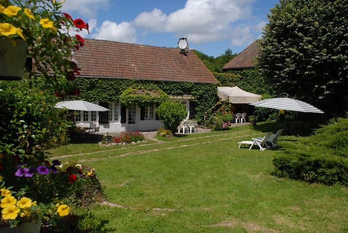 Family vacation with kids and dogs - Quarré-les-Tombes - Huis