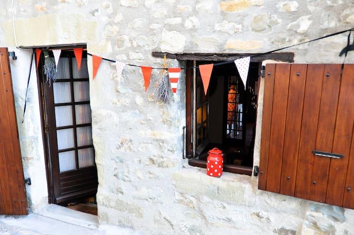 Cosy Cottage in Provence (Rosans) - Rosans - Hus