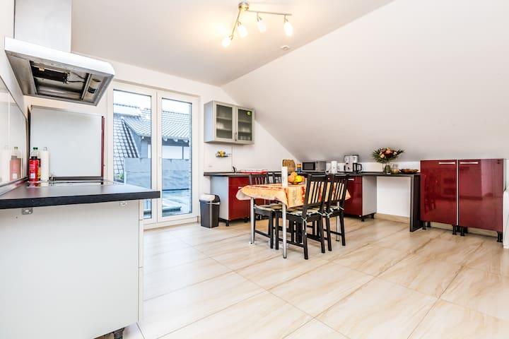 83 Apartamento en Rath Köln - Colonia - Departamento