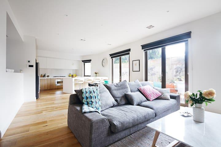 Modern Stylish Family Home- Bayside - Hampton East - Casa