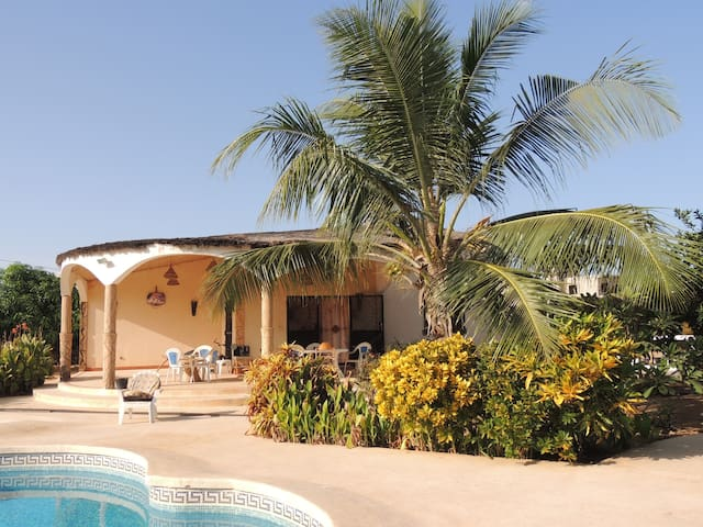 Beautiful and quiet huts+pool-Saly - M'bour