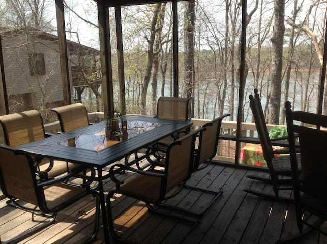 Treehouse on the lake - Westminster - Hus