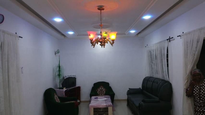 Beau studio 2 pièces, calme et confort assuré - Abomey Calavi - Appartement