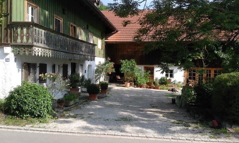 Wunderschöne Wohnung in denkmalgeschütztem Anwesen - Marklkofen - Condominio