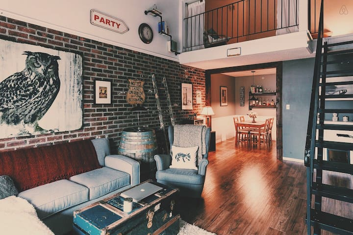 Private Room in Brick Loft Apt - Vancouver - Loft