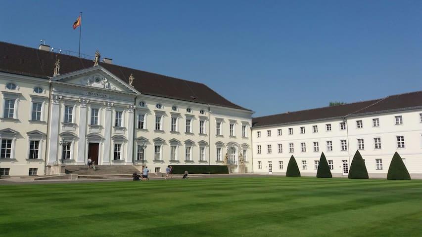 großzügige DG-Wohnung in Aidlingen / Böblingen - Aidlingen - Appartement en résidence