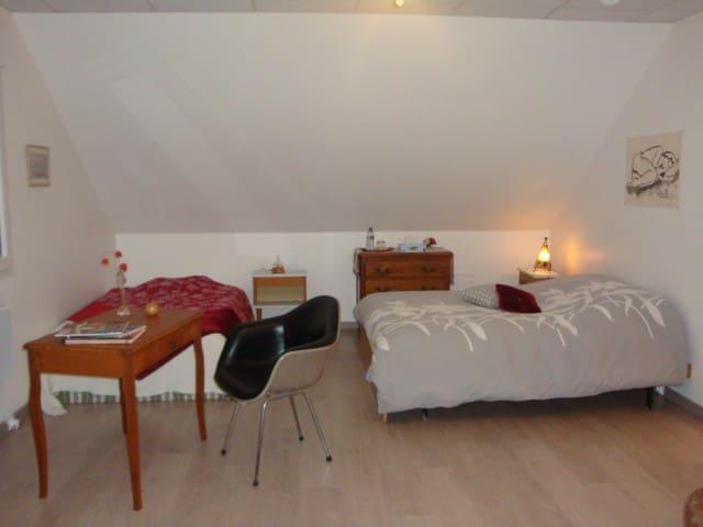 bel espace cosy et spacieux avec SDB contigüe - Seloncourt - Hus