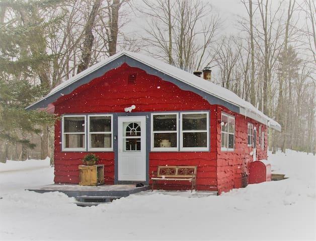 The Cozy Little Red Cabin - Cavendish - Cabaña
