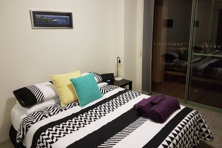 Spacious bedroom with private bathroom - Saint Leonards - Appartement