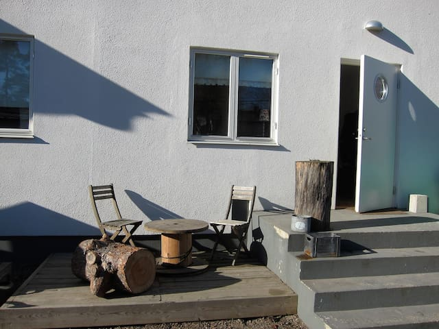 Familyfriendly apartment with nice outdoorspace. - Täby - Appartement