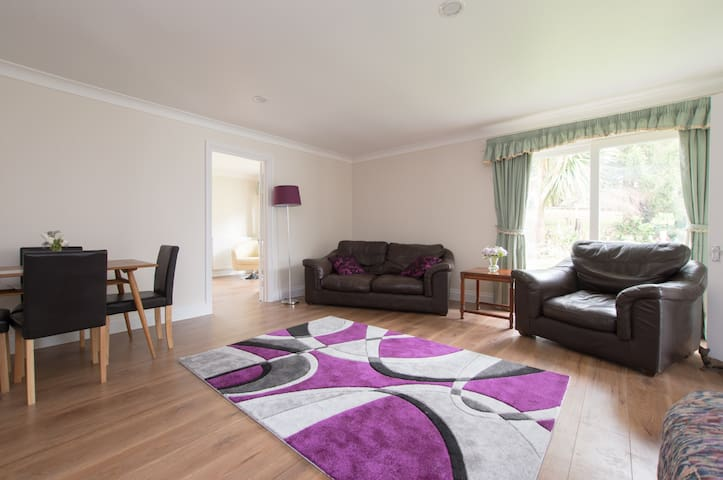 Chase Bungalow - Ramsden Heath - Bungalow
