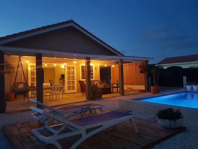 Cas Barbola, cosy, modern home with private pool - Oranjestad - Ev