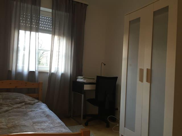 Confortable room in quiet area - Bertrange - Apartment