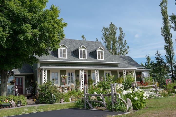 La Maison Verte Couette et Cafe - La Jumelle - Saint-Michel-de-Bellechasse - Bed & Breakfast