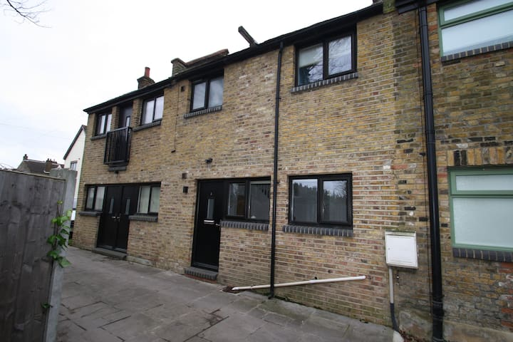 2 Hall Mews, Leigh-on-Sea, Essex. - Southend-on-Sea - Huis