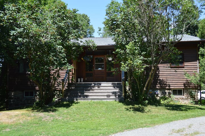 The Field and Shield - Port Carling - Appartement