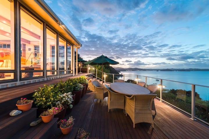 Waterfront Retreat with Inspirational Views - Russell - Talo