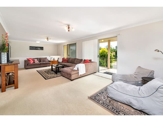 Delightful family home near Airport - Boondall - Casa