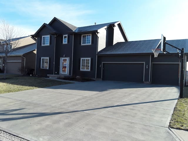 *Perfect for Berkshire or College World Series* - Omaha - Casa