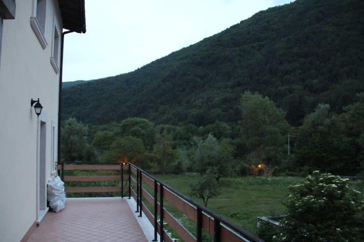 Villa immersa nel Parco d'Abruzzo - Villetta Barrea - 別荘