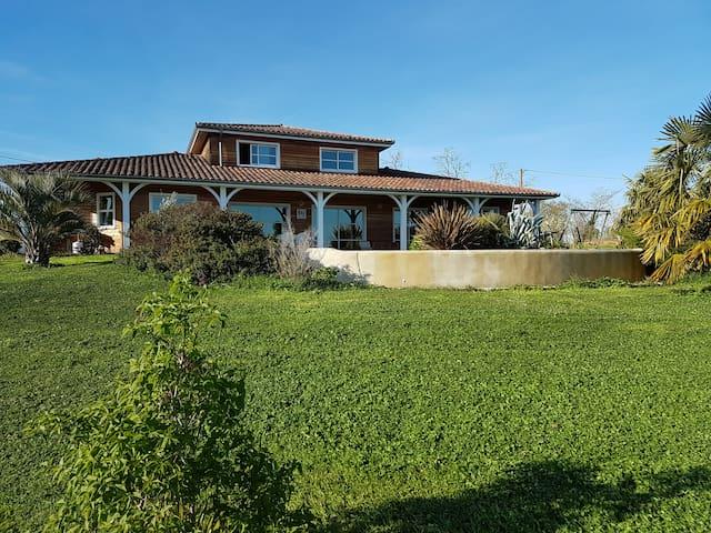 Maison en bois avec piscine au milieu des vignes - Sainte-Christie-d'Armagnac - Hus