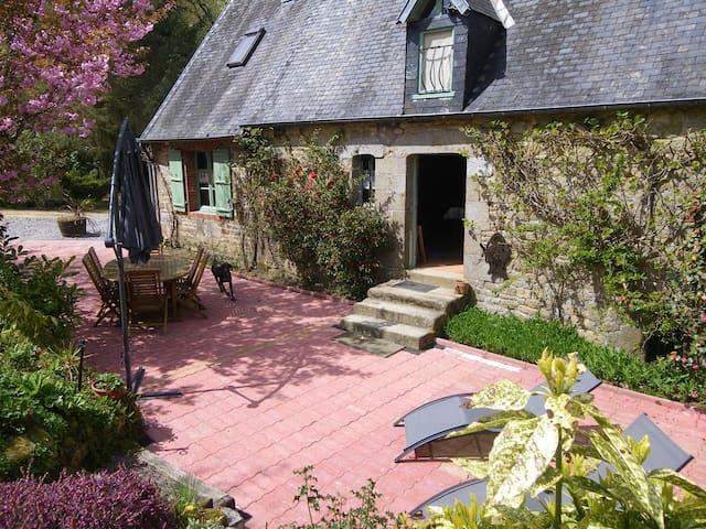 Gîte typique de Normandie en  forêt - Saint-Sever-Calvados - Hus