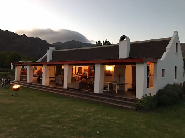 Alpaca Inn - Farm living in Town - Montagu