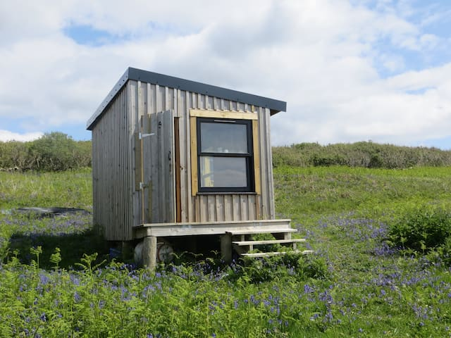 Off-grid, wild, eco-camping hut. Isle of Mull. - Bunessan - Pondok