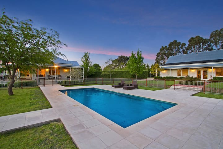 Large Private Poolside Home for 6 People - Kyneton - Hus