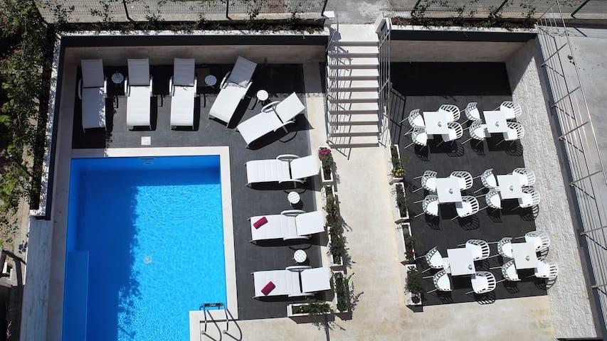 Apartment in a pool&spa Villa (breakfast included) - Split - Bed & Breakfast
