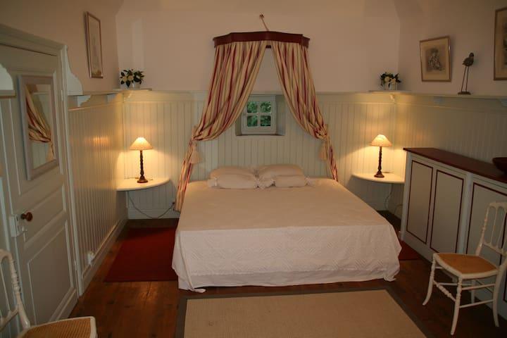 La « Chambre de la Dame » à Bareït - Brassempouy - Bed & Breakfast