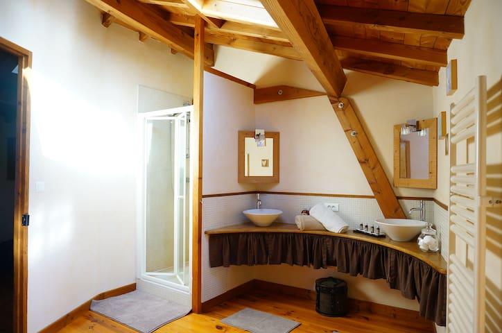 Chambre au coeur du Beaujolais - Ternand - Huis