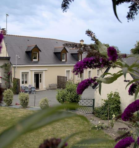 Logement entier à proximité Ville et sentiers - Bouchemaine - Huis