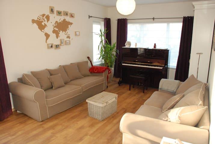 Kamer voor 3 in een peperkoekenhuisje - Leopoldsburg - Casa