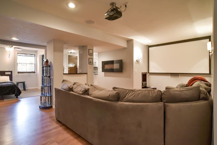 South Kansas City Condo - Grandview - 獨棟